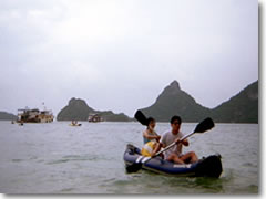 Paddling ashore in the Ang Thong Marine Park